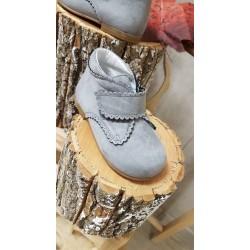 Bota de serraje gris