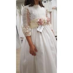 """Vestido de comunión de la firma """"Mercedes de Alba"""""""